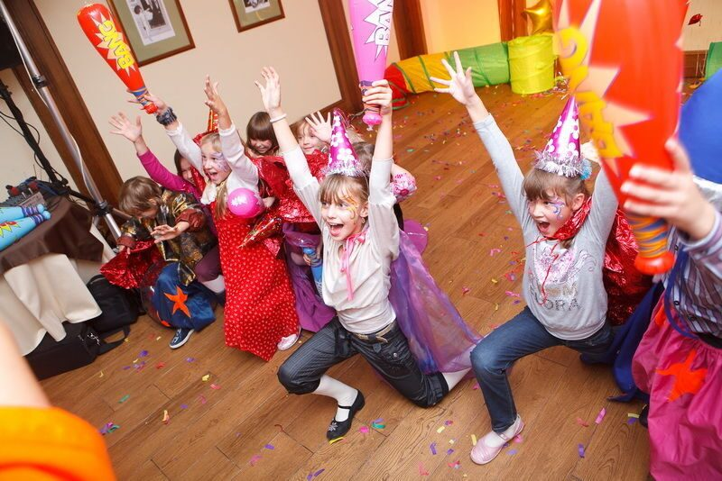 Как сделать веселый день рождения дома для ребенка