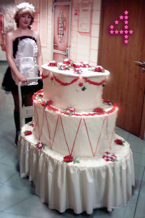 Стриптиз шоу с тортом на день рождения